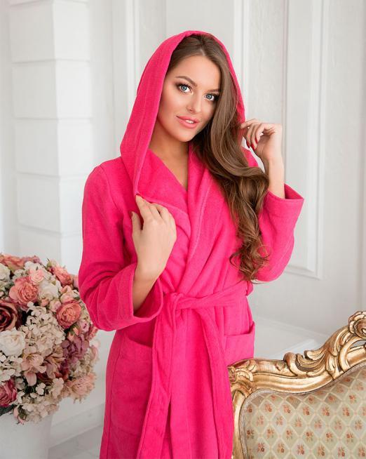 Женский махровый розовый халат с капюшоном